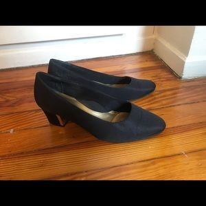 "Soft Style Shoes - Black 2"" almond toe vintage block heel"